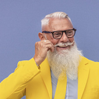 Homme avec une longue barbe